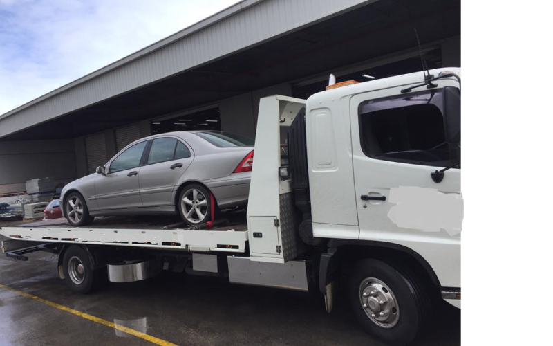 MR Truck Driving towing Trailers with Luxury Cars